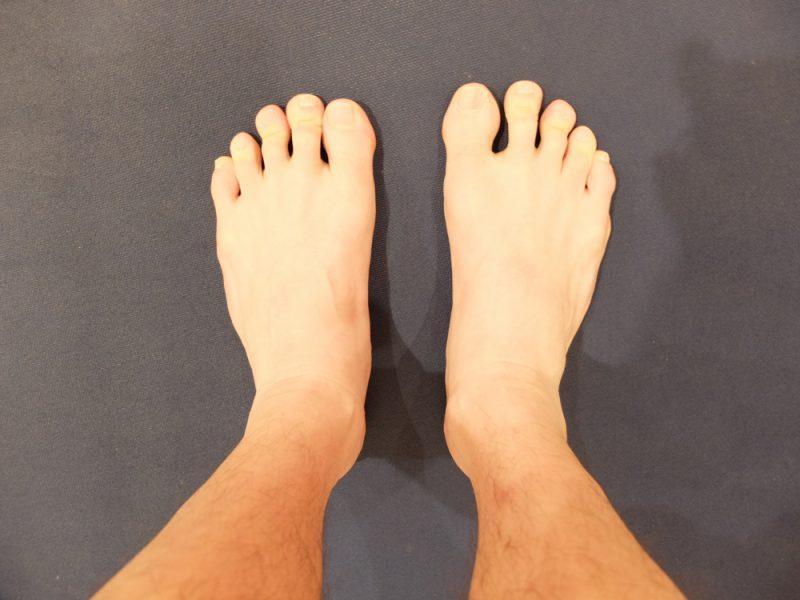 マッサージ前の足の写真