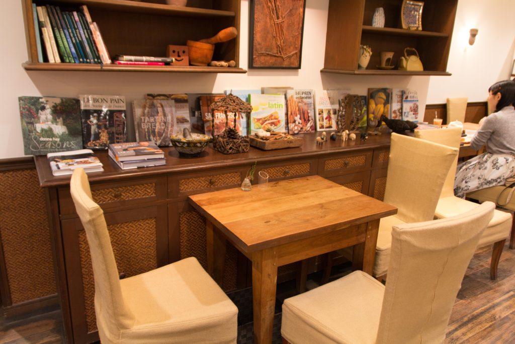 コムシノワ店内テーブル席
