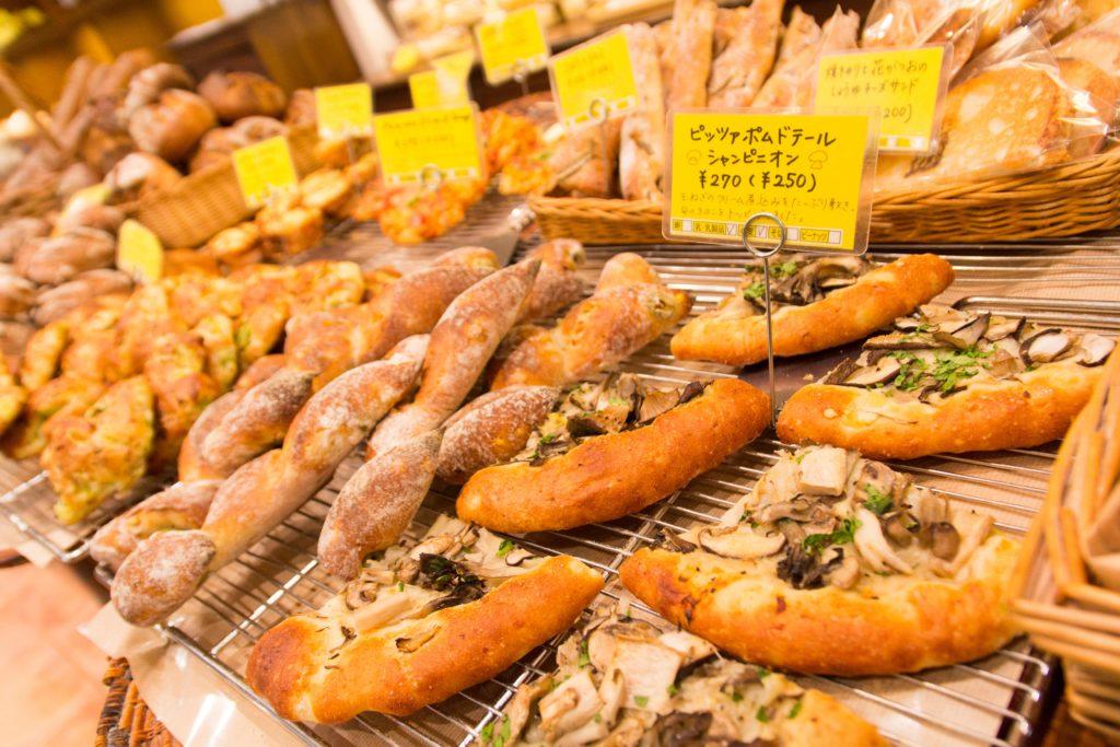 コムシノワのピザや調理パン