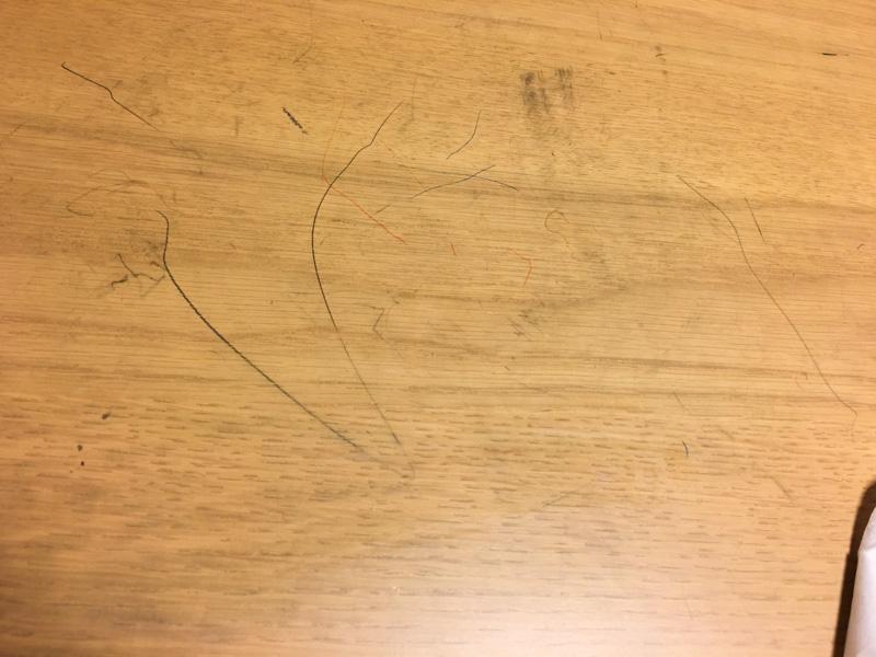 水拭きでは鉛筆汚れが落ちない