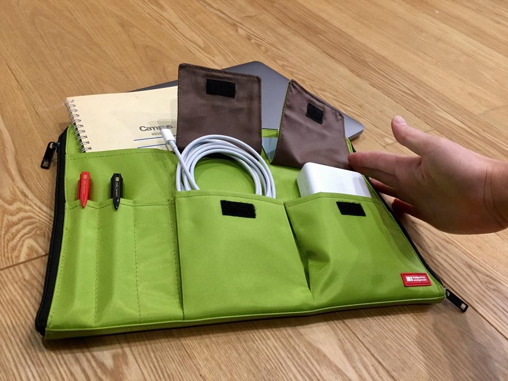 リヒトラブのA4バッグインバッグのポケット蓋の解説