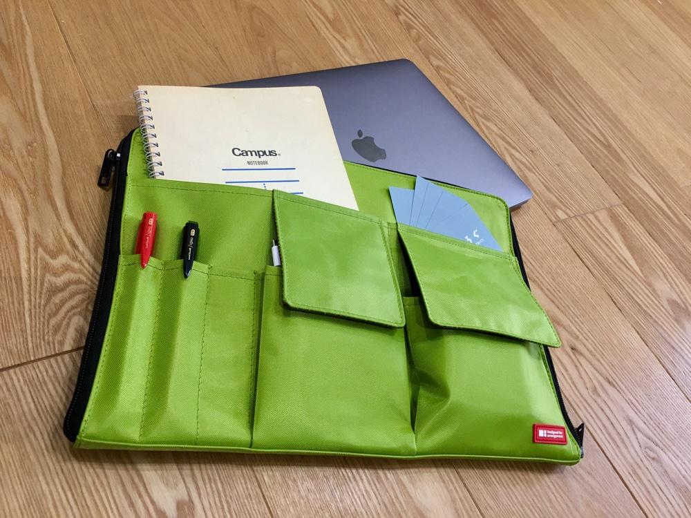 リヒトラブのA4バッグインバッグにノートやペンなどを収納