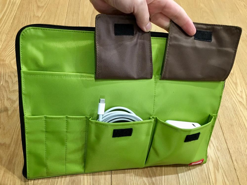 リヒトラブのA4バッグインバッグのポケットにMacbookの充電ケーブルを収納