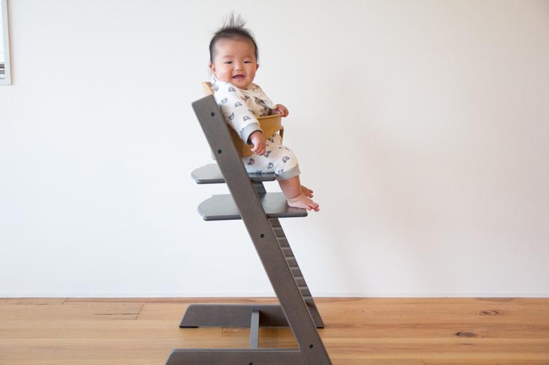ストッケ・トリップトラップに赤ちゃんを座らせたところ