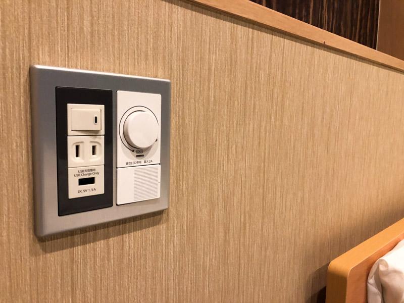 シキスイート京都梅小路のベッド枕元電源