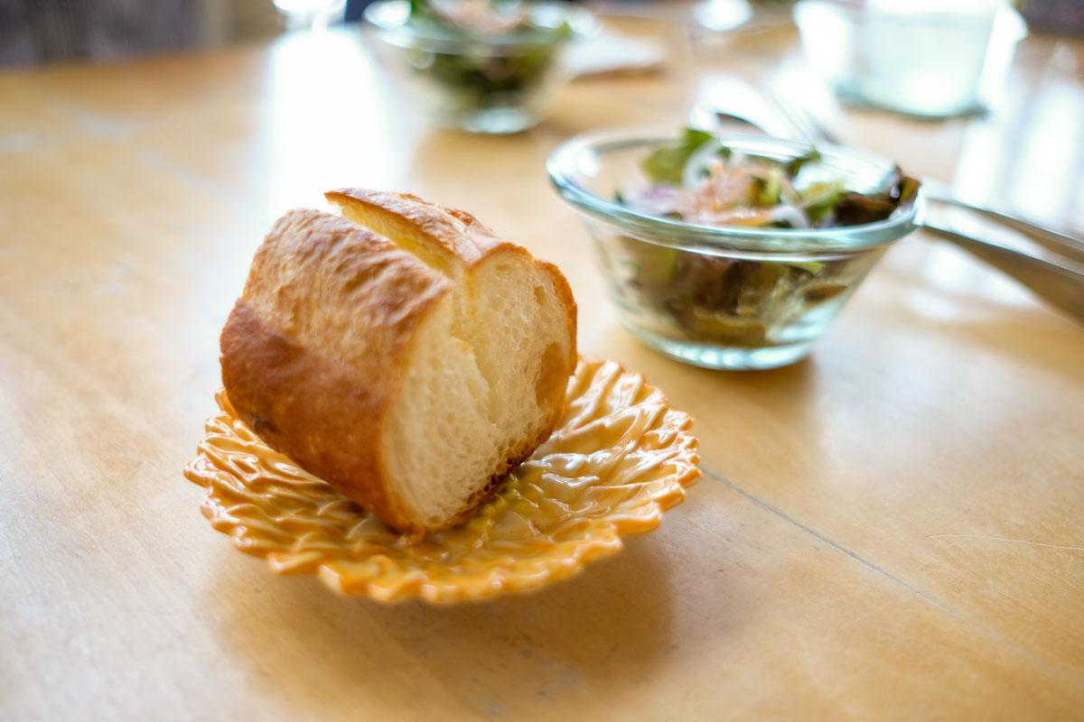 ブブカーネのランチバゲットとサラダ