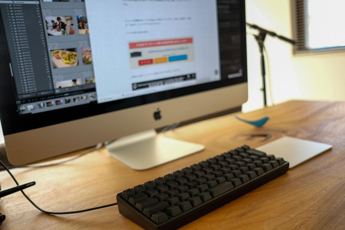 HHKB Professional HYBRID 日本語配列をiMacに接続して使っている風景