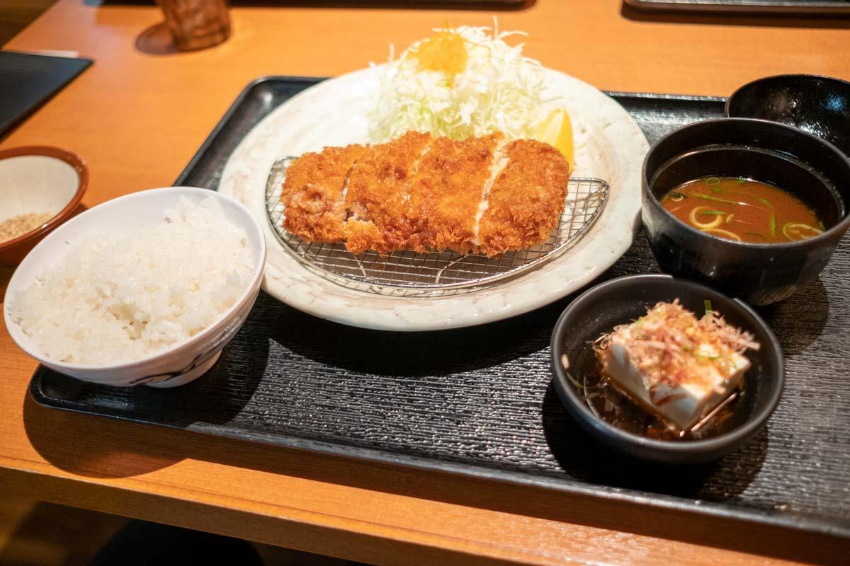 とんかつ薩摩のミルフィーユカツ定食
