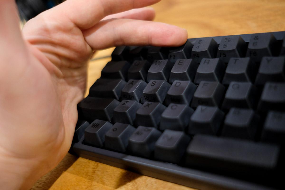 HHKB Professional HYBRID 日本語配列のFnキーを左掌でおしている