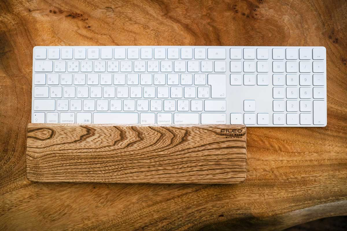 Apple純正キーボードにFILCO Genuine Wood Wrist Restをあわせたところ