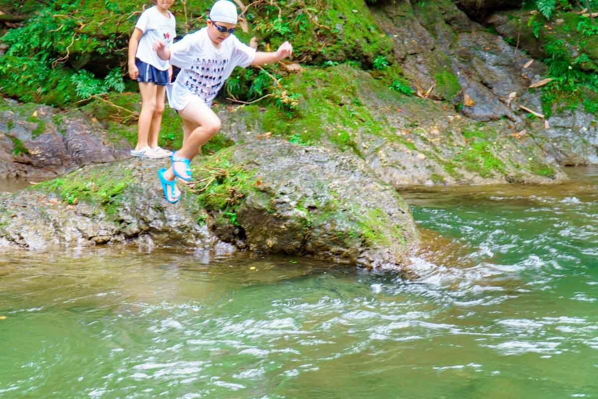 馬立川で飛び込む様子