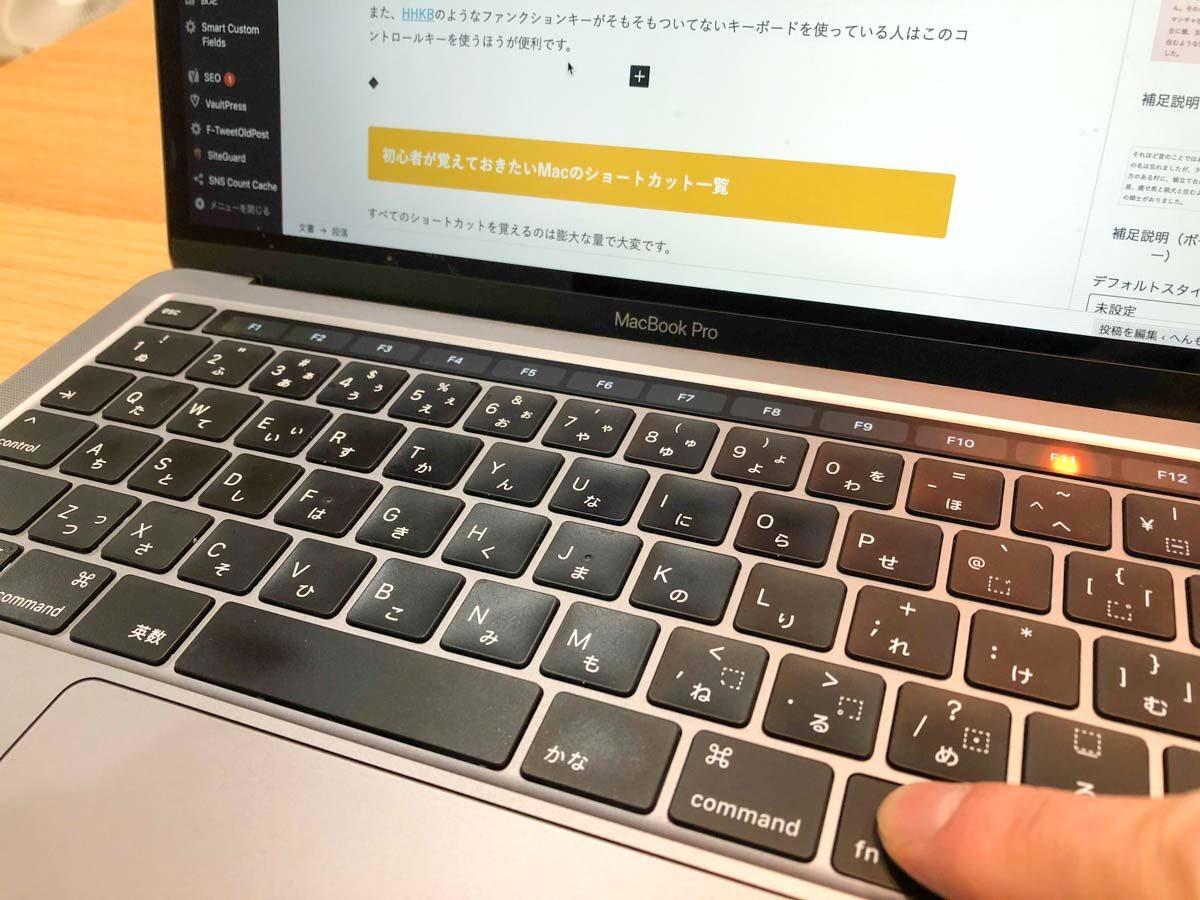 MacbookproのFnキーを押してタッチバーにファンクションキーを表示した状態