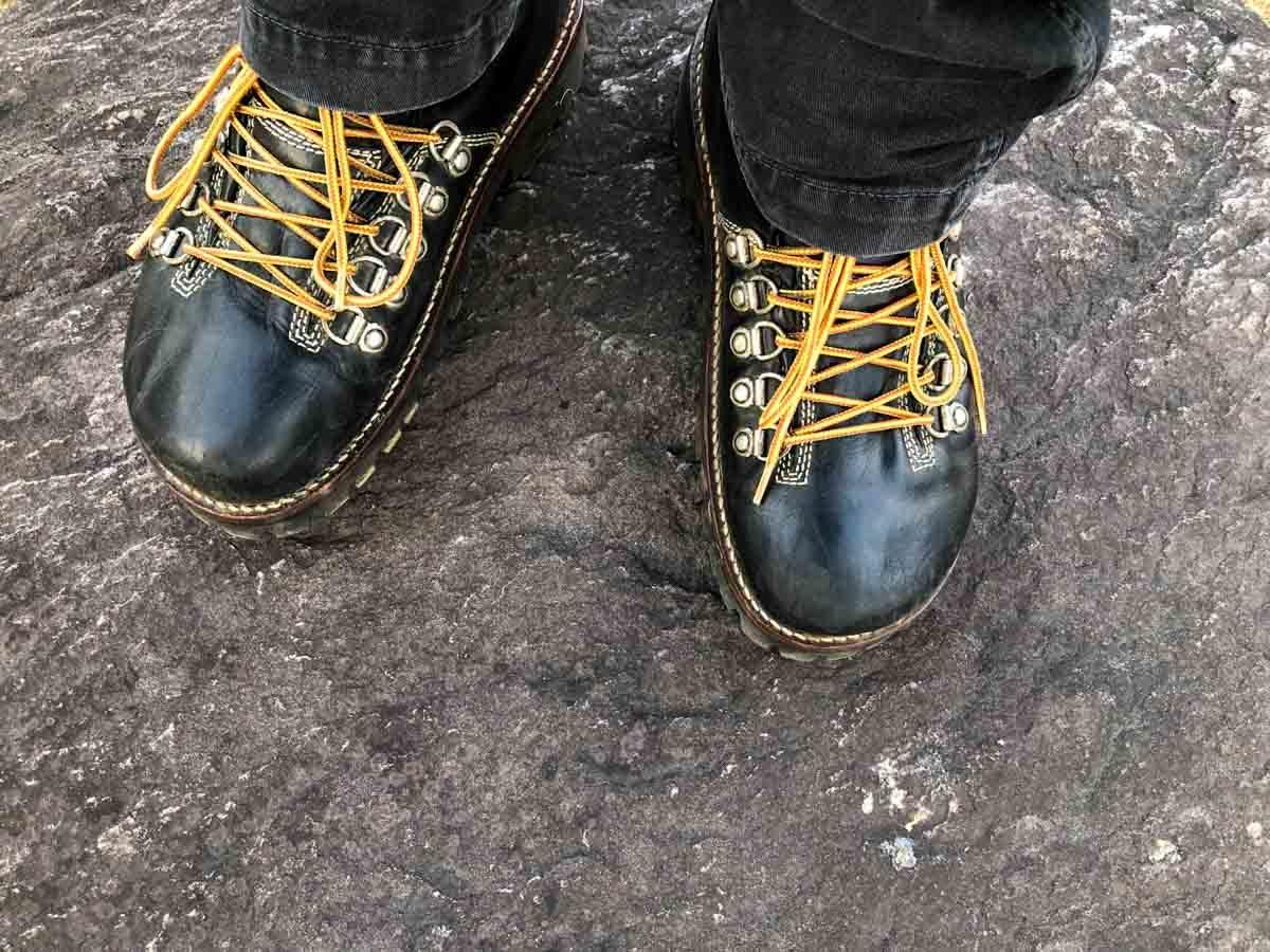ビブラム#100にソール交換したビルケンシュトックのオークランドで岩の上を歩く