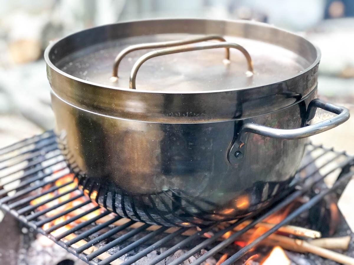 TSBBQライトステンレスダッチオーブンが変色した様子