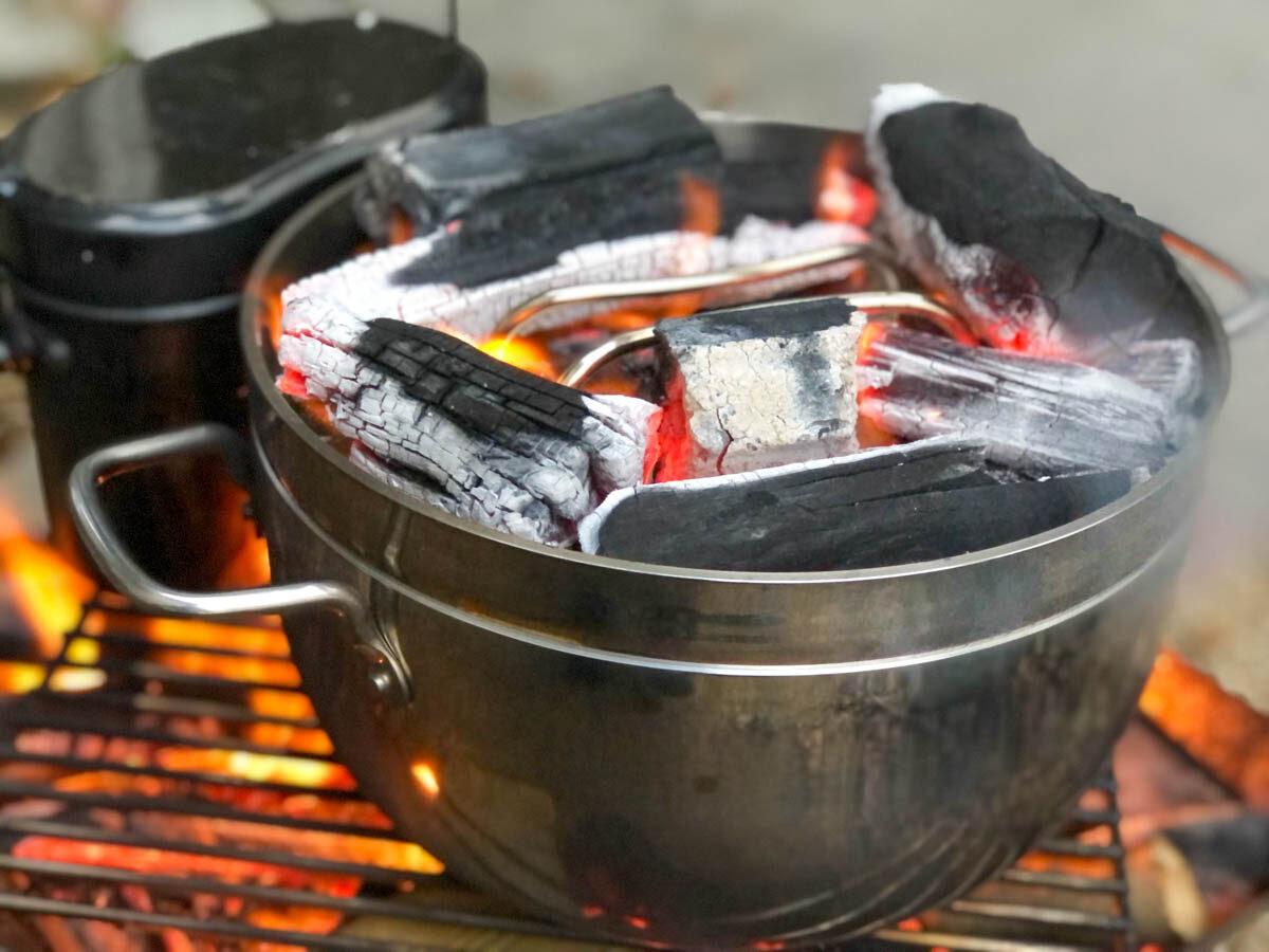 ファイアグリルを使ってTSBBQダッチオーブンで調理