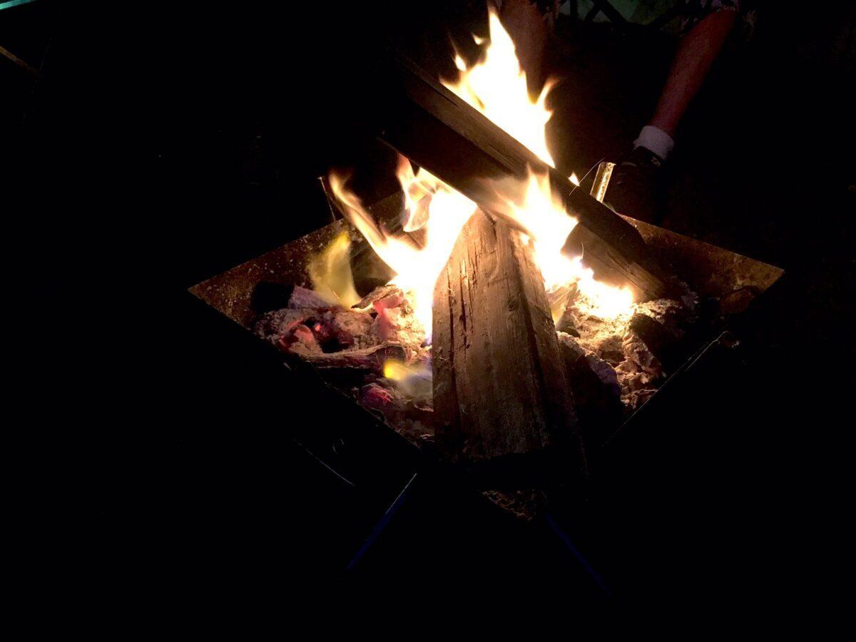 ファイアグリルで焚き火